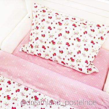 постельное белье с клубникой